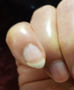 Grow your nail of Right hand small finger to tune Tarab